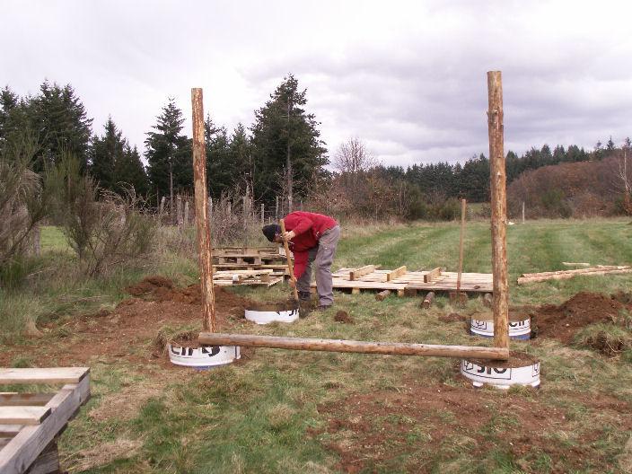 Construction d un poulailler les 3 p tits cochons for Construction poulailler en dur